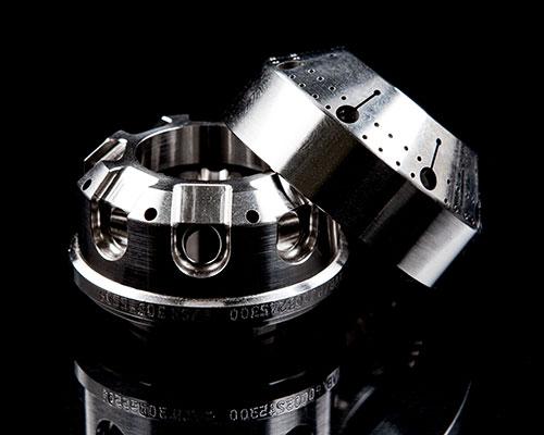 Bis zu +/- 2 µm präzise spanen wir auf den hochhitzefestesten Materialien Ihre Komponenten